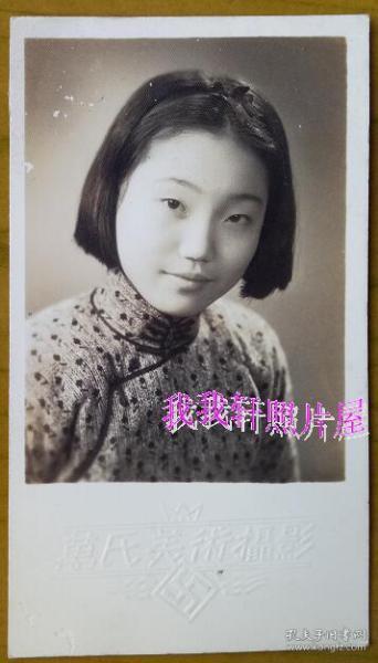 民国老照片:民国旗袍美女——大家闺秀——(上海)万氏美术摄影。【民国上海——何德孚及夫人陈竹君家庭系列】