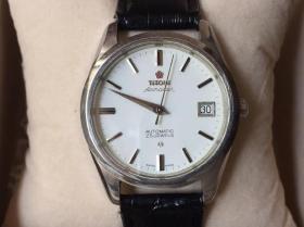 转让一块瑞士梅花机械手表,瑞士原产,蓝宝石水晶玻璃镜面,不锈钢表壳,带日历,自动走时,走时准,真皮表带,保证原装正品,如假包退,1500元