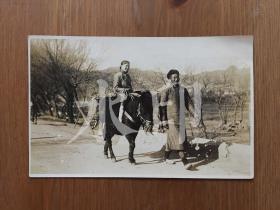 约1910年代 山东威海卫 去集市的缠足女性 原版老照片