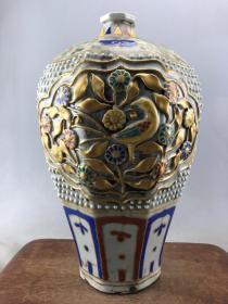 粉彩浮雕描金花卉大瓷瓶B3931