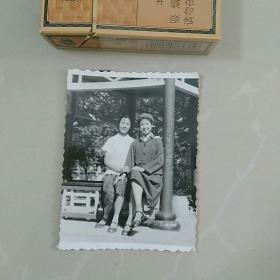 照片,和女兵合影