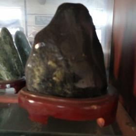 泰山玉原石摆件