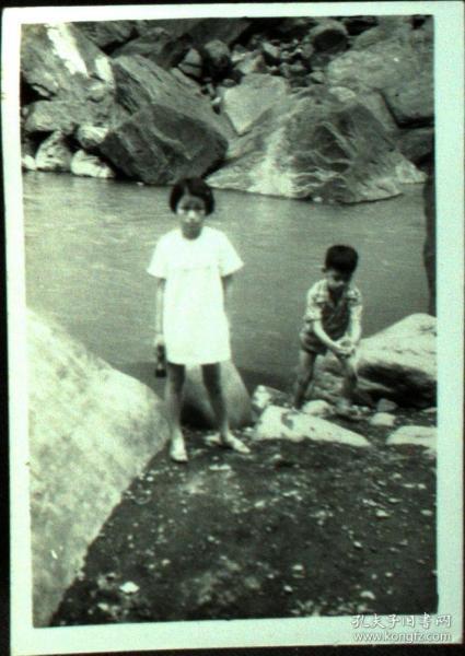 台湾纸片、照片、老照片·水边的孩童