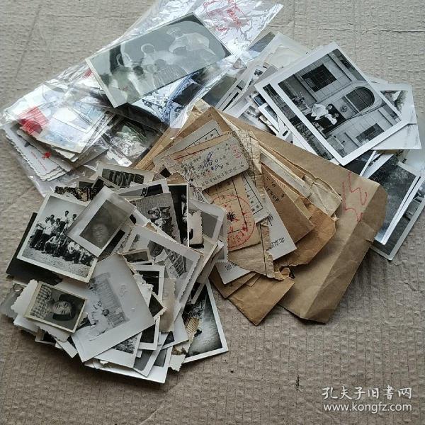 家庭老照片一批385张,底片139张及同批相关资信,车船票、证等11份,相片袋等11份。照片拍摄年代不同(5—80年代较多)规格不一,原袋来,原袋走,不拆零出售。包快递。