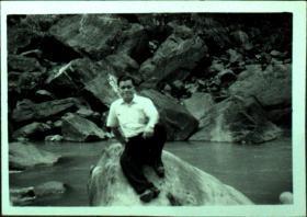 台湾纸片、照片、老照片·水边的男人