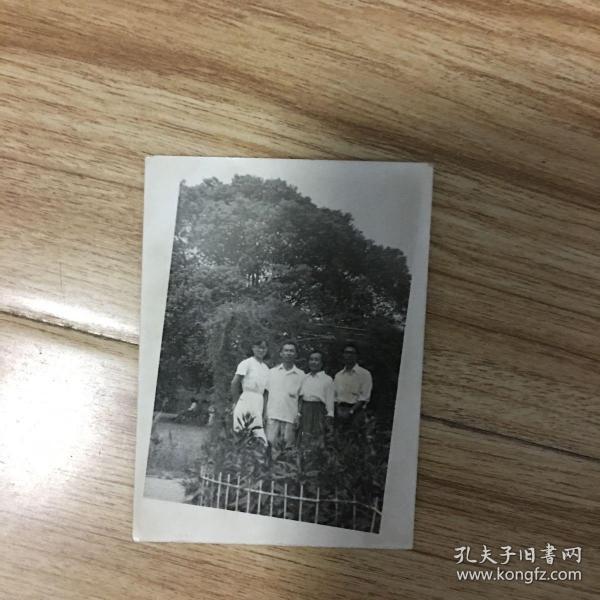 老照片:4人合影