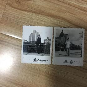 老照片:2人分别于1964、1967年在上海外滩留影