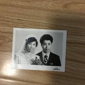 老照片:结婚照 南昌东方红照相馆 1983年