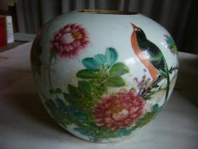 民国李顺兴制粉彩花鸟纹瓷罐 手绘的图案十分精美,生动逼真,活灵活现