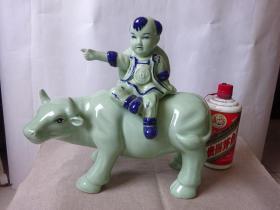 汾酒(牧童遥指杏花村)龙泉瓷大牛瓶(空酒瓶)名贵酒瓶仅供收藏和家庭星级摆设