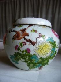 民国梅子文制粉彩花鸟纹瓷罐 手绘的花鸟十分精美,活灵活现