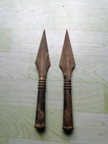 农村收来民国时期、红缨枪枪头一对,铁质。全品相  完整  无裂。 尺寸品相如图。