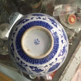 青花碗一个