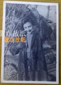 民国老照片:中国电影皇后、明星——南国美人(美女)——陈云裳(原名陈民强,广东台山人,出生在广州)签名照