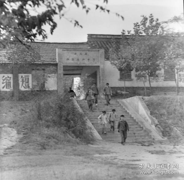 1983年前后,安徽画报底片两张:和县乌江中学(原楚霸王祠)、和县乌江上的船队