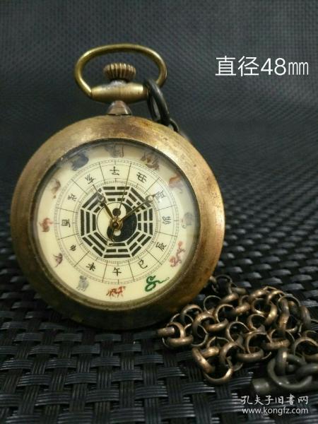 旧藏铜十二生肖清官图 《太极怀表》一件,此件藏品造形经典,古韵悠悠。 尺寸:48㎜