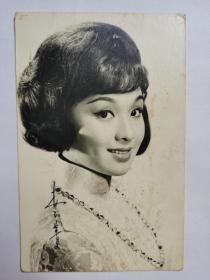 """李菁,照片一张,中国香港电影女演员。1965年凭借电影《鱼美人》被誉为""""娃娃影后"""