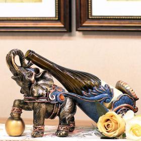 【我們品味趨同】只有大象才能載動紅酒醇厚,主人身份之選。樹脂大象紅酒架,有古銅色與銀色可選