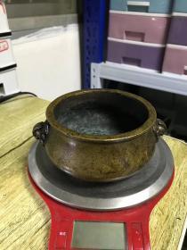 清代传世老包浆,大明宣德年制款天鸡耳铜香炉,铜炉包浆熟美,内膛干净,尺寸见图,重919克。