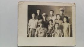 老照片:民国时期国民党高级军官家庭合照