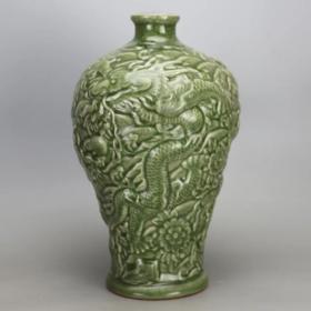 清龙泉窑雕龙梅瓶