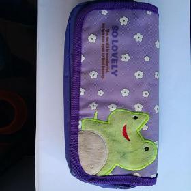 深淺紫色綠色青蛙可愛好看耐用耐臟潮流實用容量大中小學生上課筆袋文具盒