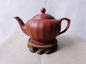五六十年代独特的模具(瓜瓣壶)紫砂壶【该壶是独特模具制壶时期的代表壶之作】具有研究和收藏价值
