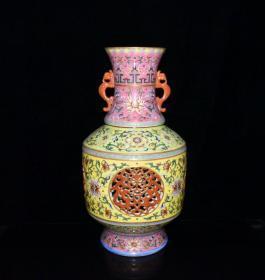 清代乾隆粉彩镂空花卉纹转心瓶