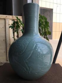 清代青釉天球瓶