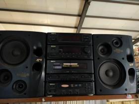 新科SHINCO   一臺雙卡錄音機配有收音機和VCD   正常使用