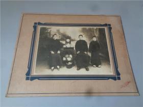 民国时期慎昌钟表公司照相部拍摄的全家福大照片