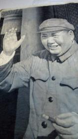 大型棉织挂毯【四个伟大】,招手主席像,高约2米2,杭州东方红丝织厂敬制