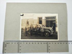 来自侵华日军联队相册,此为其中1张,日军军官汽车旁