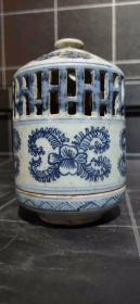 青花镂空熏炉,发色漂亮,完整无伤无残,高14厘米