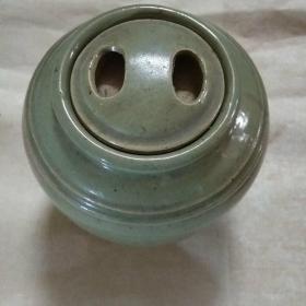 浩然斋集青瓷之一百一十:十二两洋坛宜兴汤陶社  青瓷牛眼盖罐