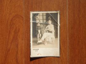 民国时期 照相馆亲子照老照片 儿童骑木马老相片 珍贵影像收藏