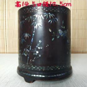 清代慎德堂制笔筒,红木漆器镶嵌贝壳,高14.5口径12.5公分,保存完好。