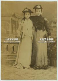 清代晚期民国早期两名时髦女子照相馆肖像合影老照片