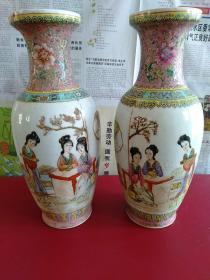"""""""中国景德镇""""底款古典仕女人物花瓶一对2个合售:""""晓露零香粉,春风拂画衣,多情添秀色,谈笑且舒眉。"""""""