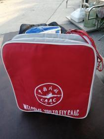 中国民航CAAC  北京  皮革帆布单肩包,品相如图所示。