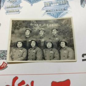 1953年黑白相片【穿军装戴军帽7人合影照片】长7.5CM*宽5.3CM、品相以图片为准