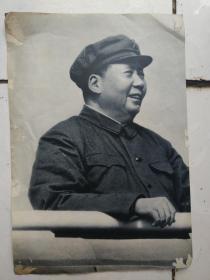 文革图片:毛泽东在天安门城楼上、毛主席和他的亲密战友林彪于陕北合影;毛主席在七届二中全会作报告、林彪语录和手迹;毛主席接见警卫部队战士、毛泽东林彪接见南越朋友