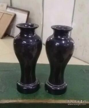 7-80年代,楠木胎黑漆小梅瓶一對