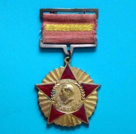 售抗美援朝纪念章一枚