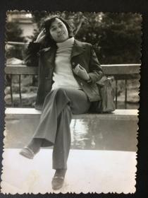 老照片 美女 椅子上 抚摸头发 等4张