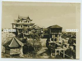 民国湖北汉口武昌奥略楼老照片,左侧的亭子式建筑是显真楼照相馆