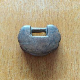 木质老锁一个,不知什么木,特别硬。