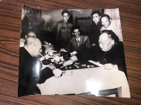 老照片  陈毅同志在下围棋