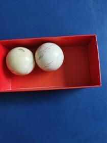 猛马牙手球一对,日本回流之物,直径4.5cm,重250.1克,其中一颗有补心。