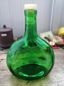 绿色玻璃老酒瓶